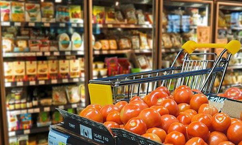 食品スーパーの売り場の画像