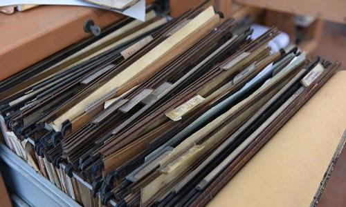 書類の束の画像